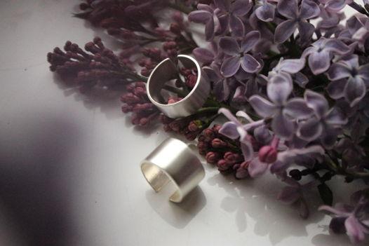 Кольцо фаланговое в светлом варианте.