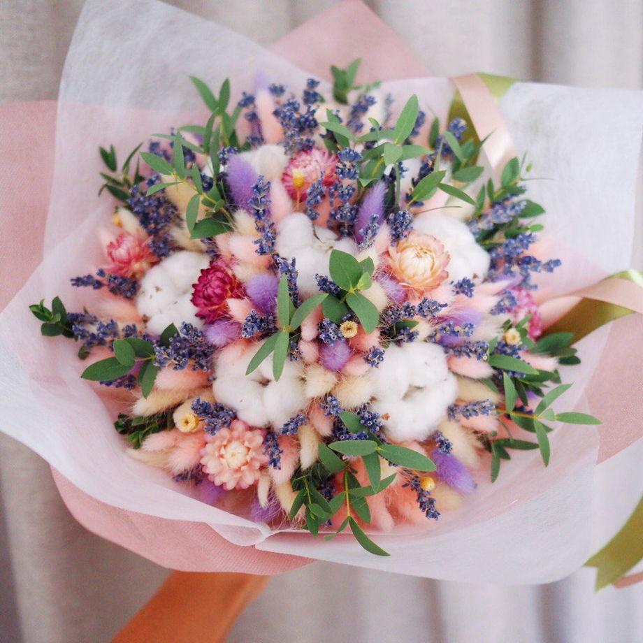 Букет из сухоцветов с лагурусом и эвкалиптом