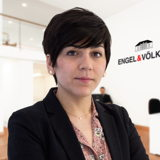 Staff Head of Photography Raquel Moreno_RES_Hintergrund_2110x1582_72dpi_RGB.jpg