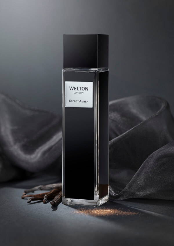 Secret Amber a floral musky blend, totally sensuous, this perfume leaves a captivating and mysterious trail, unisex fragrance, bestseller