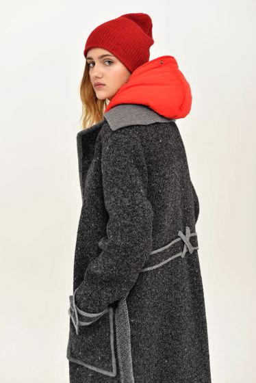 Вязаное  полуприталенное пальто-халат с поясом