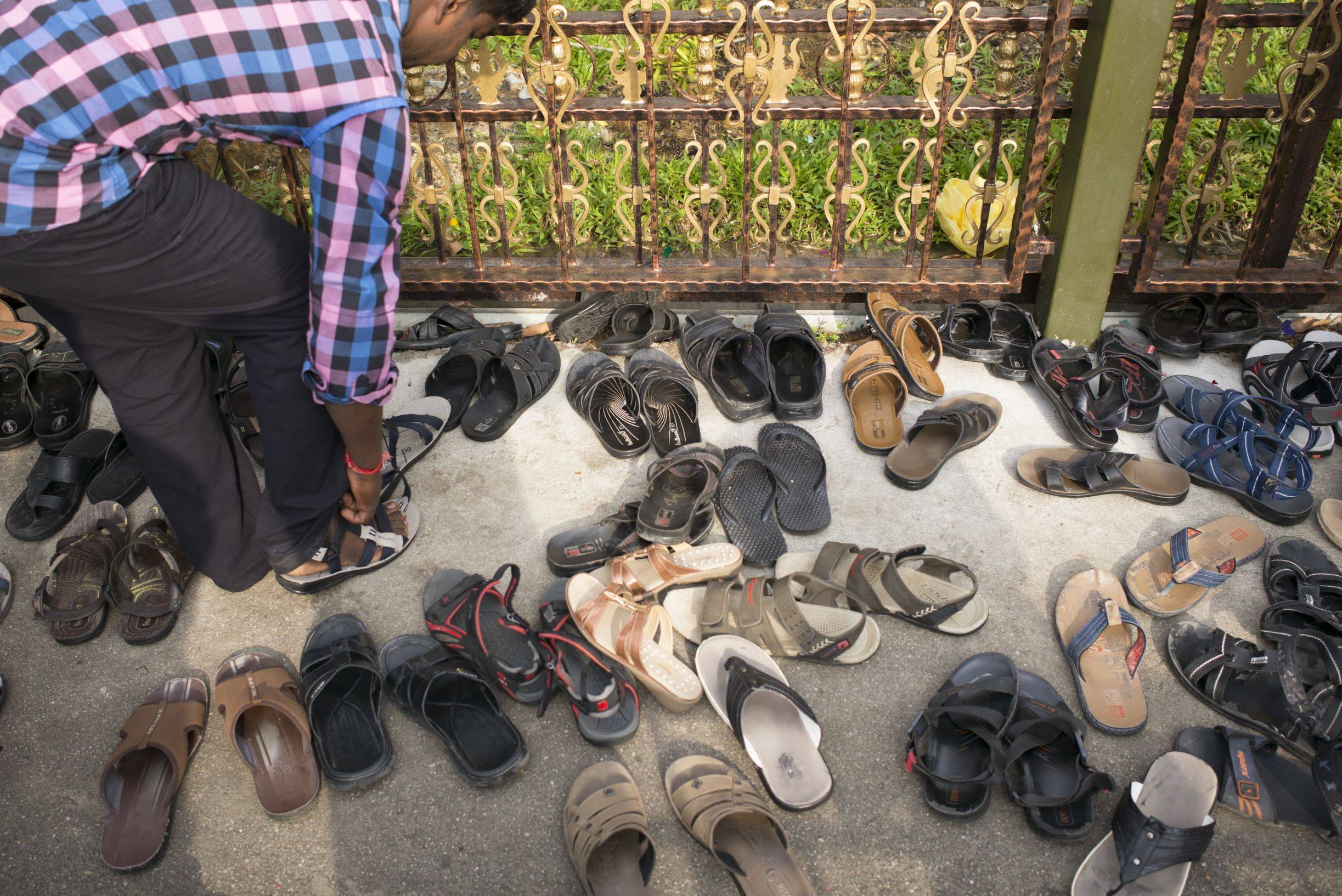 take off your shoes in india