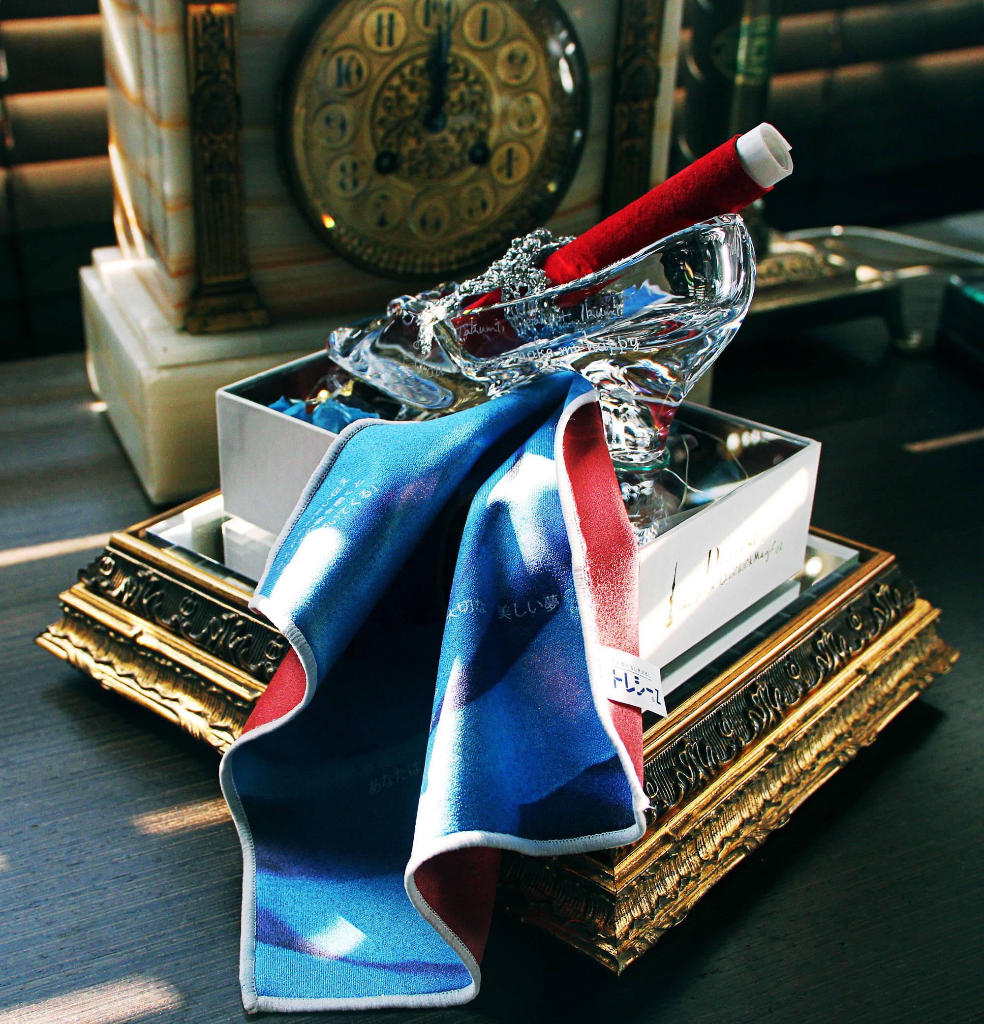 ガラスの靴Dearest 磨き布と、ミュージアムケースに飾るシーン