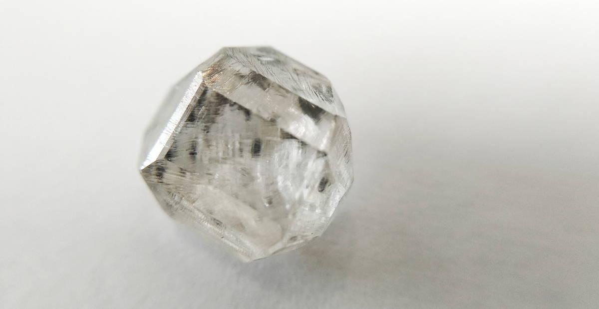 Diamant créé en laboratoire méthode HPHT non taillé