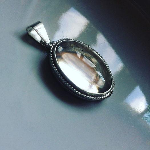 Открывающийся медальон со стеклом