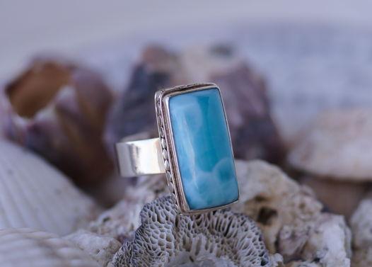 Серебряное кольцо с крупным и ярким Ларимаром прямоугольной формы