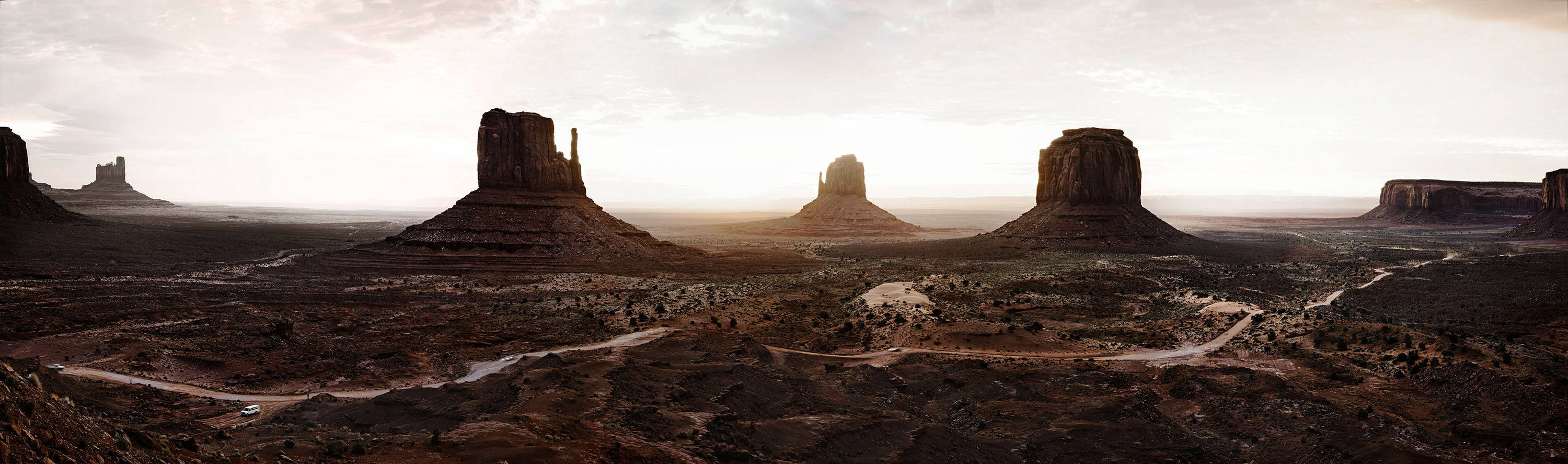 iworkcase on location in monument valley landscape photo