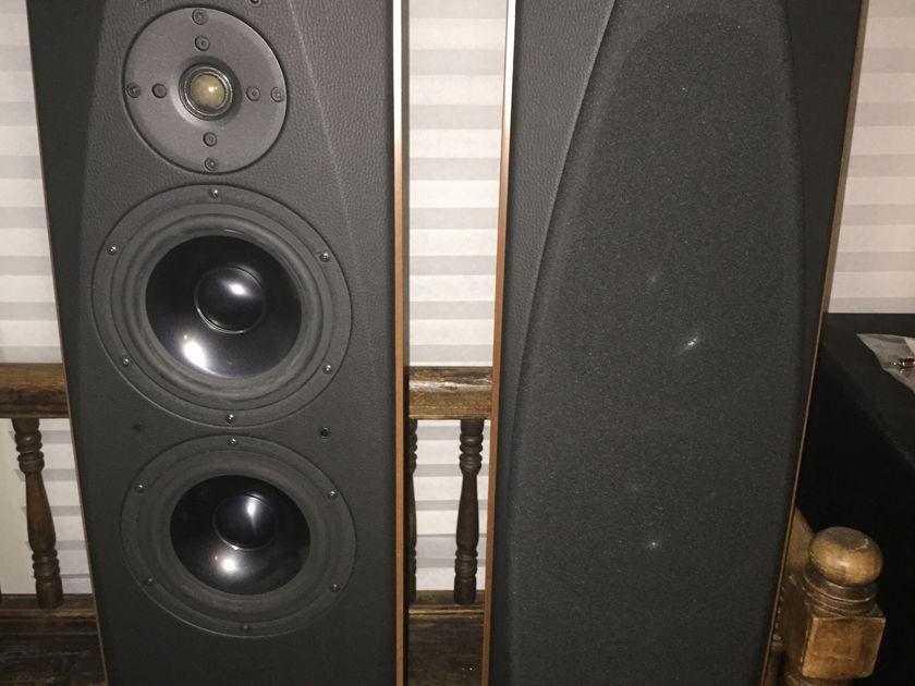 Opera Loudspeakers Seconda Gorgeous Speakers Over 60% Off