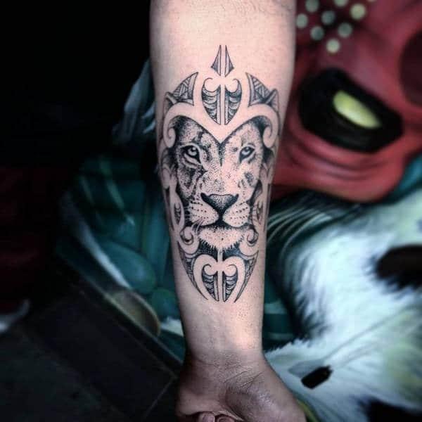 Tatouage Lion Avant Bras Noir et Blanc