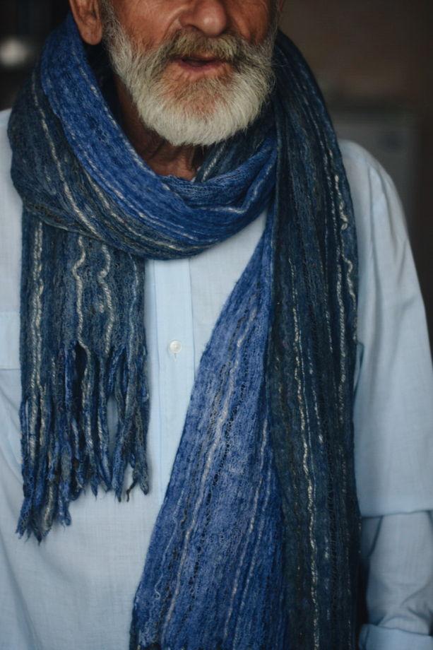 Большой синий мужской шарф, сваляный  из шерсти и хлопка