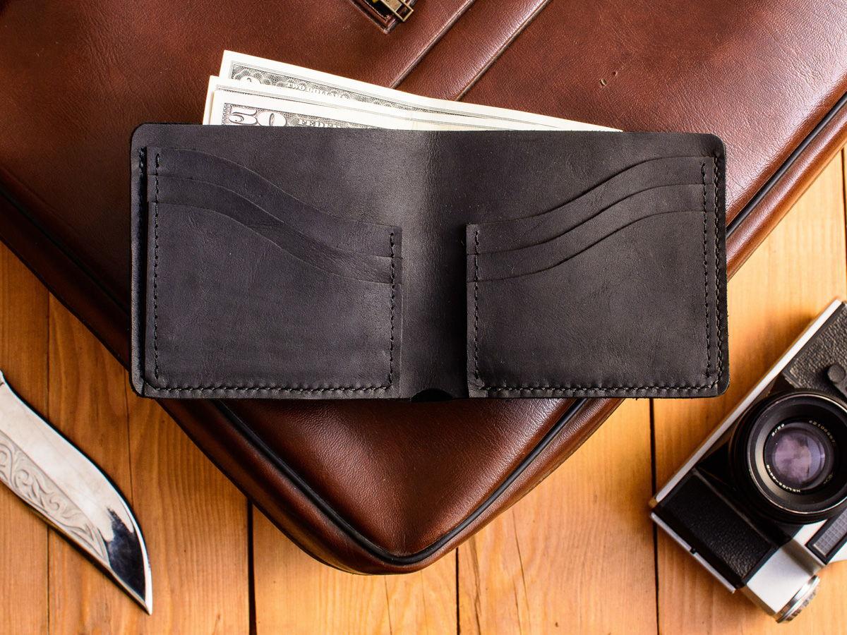Тонкий кожаный бумажник -WAVE- цвет Black Carbon
