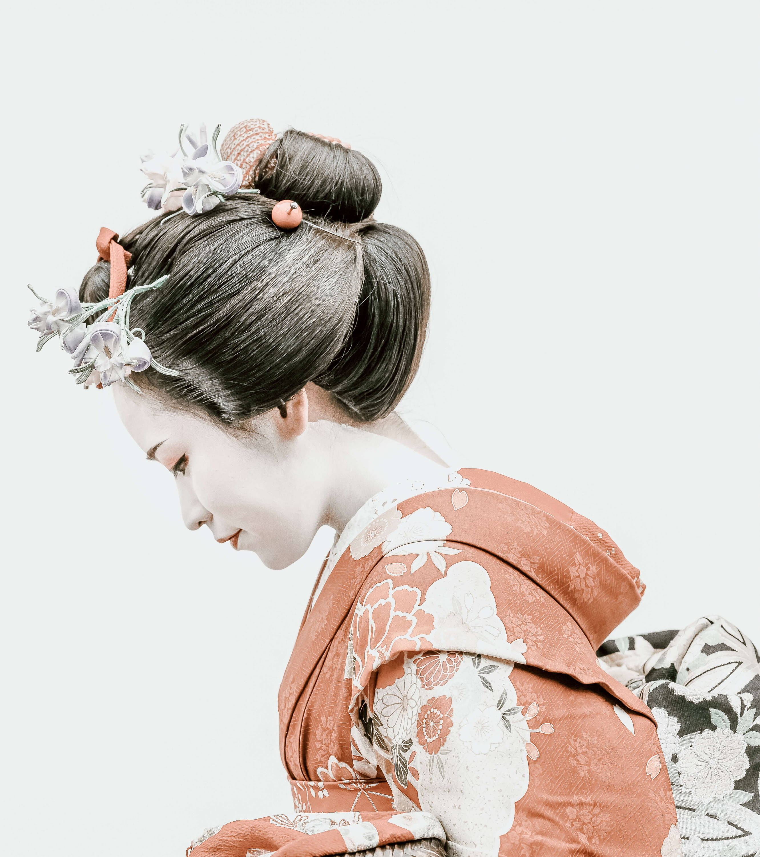 Tozaime - Geisha with classic hair design, make-up and Kimono