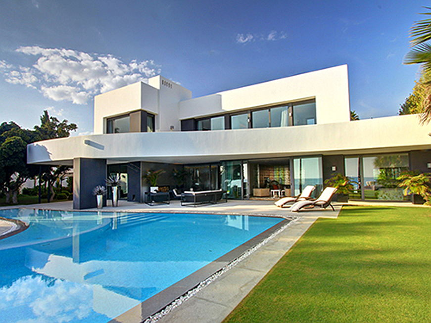 Sintra - Up to 93 percent of buyers are non-Spanish citizens. Marbella: Prices rise up to 25,000 euros per square metre.