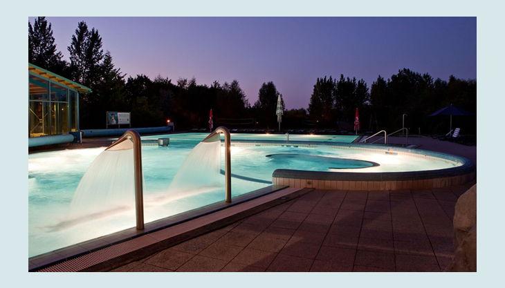 bg wonnemar wismar dämmerung pool licht